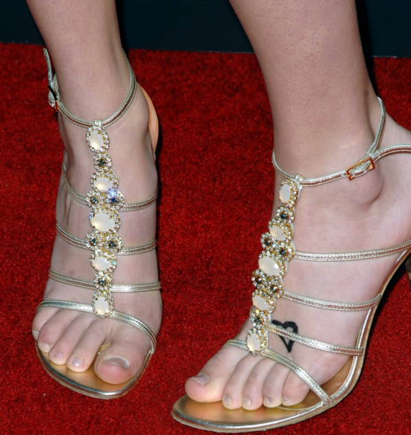 What Size Shoe Is Taylor Swift